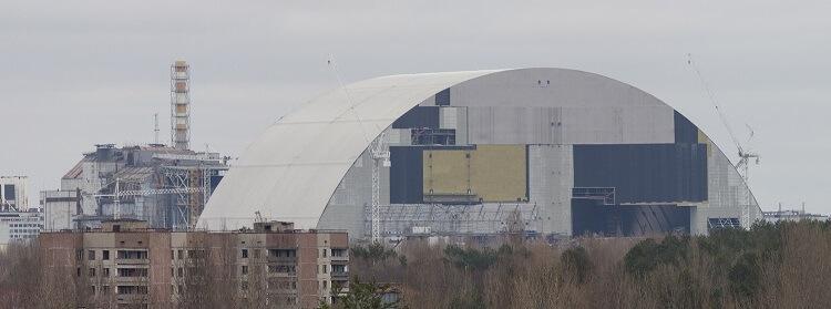 der neue Sarkophag für den Reaktor von Tschernobyl im März 2016