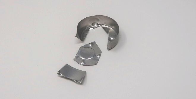 Das mittlere Teil kommt in den Taschenwärmer.